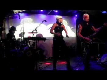 Oberer Totpunkt live bei CLASSIC Halloween im Cabaret Fledermaus (1)