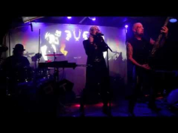 Oberer Totpunkt live bei CLASSIC Halloween im Cabaret Fledermaus (2)